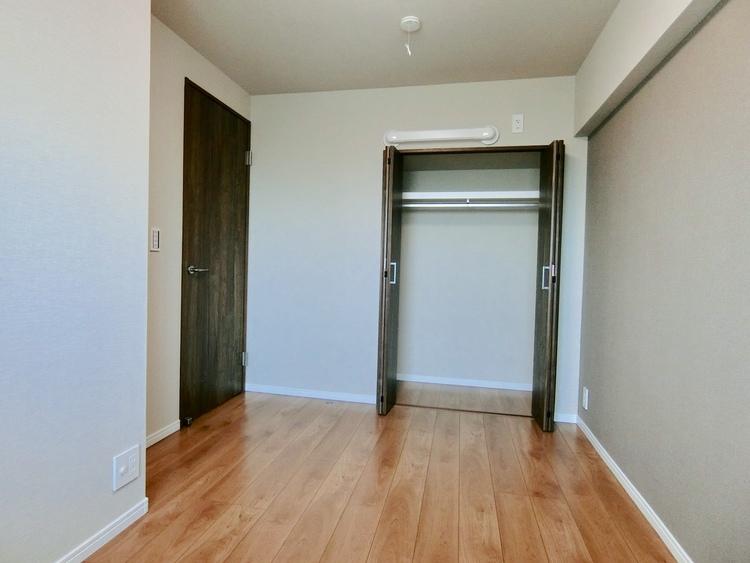 北側4.8畳の洋室です。