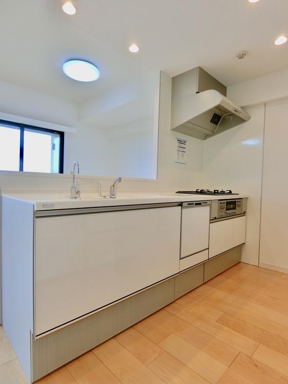 作業スペースも広々なキッチンです。