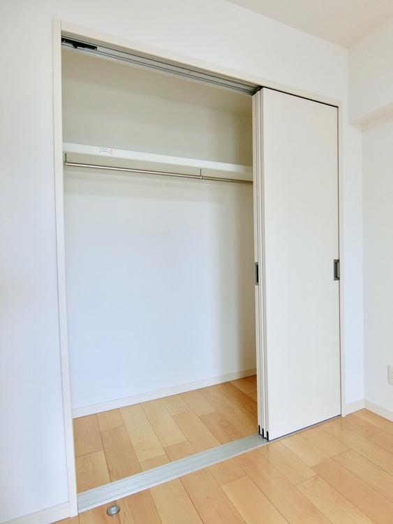 各洋室には、十分な収納スペース。お部屋もスッキリ使えます。