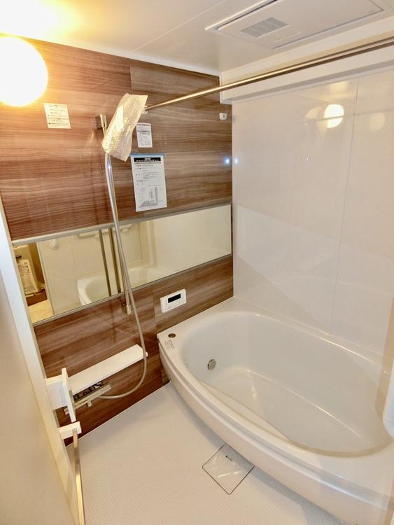 浴室乾燥機付き。室内干しや防カビ対策にも活躍します。
