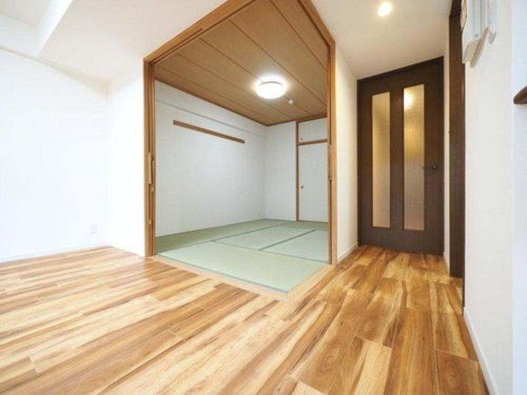和室とリビングを繋げて広くお使いになられる時も、客間としてお使いになられる時も、すぐに可変できるように配慮しております。