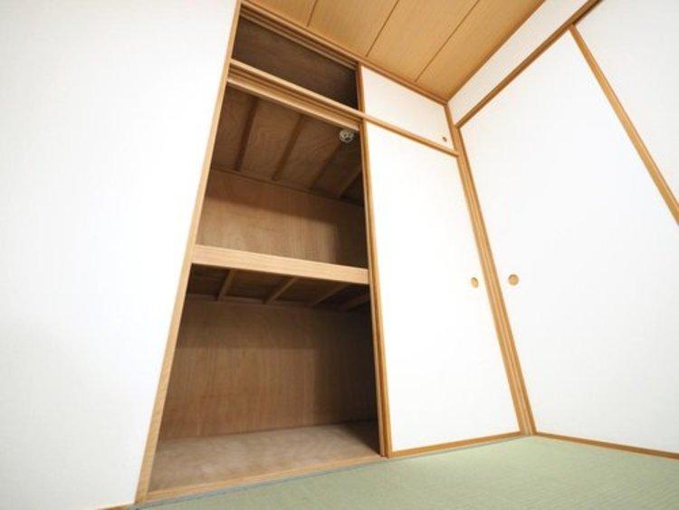障子・襖・畳など日本独特の文化が詰まった空間である和室。住まいにあわせて和モダン、昔ながらの和室など、様々な形の「和」の演出が可能です。