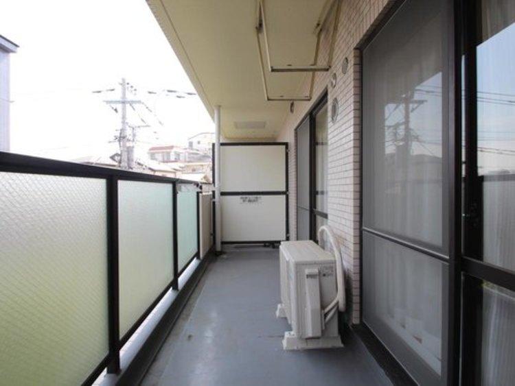 マンションの場合は、わざわざ階段を上がって干して頂く必要が無く、ワンフロアですむ所もメリットだと思います。