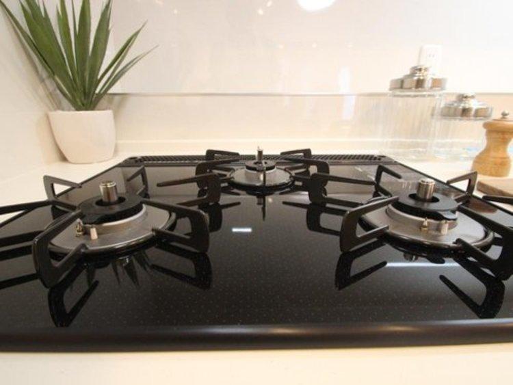 毎日料理をする、料理が好き、家族が多くて量を作る必要がある、等の方々にとっては必須の3口コンロ。同時進行で効率アップはもちろん鍋を移動する回数が減り、無駄な動きを軽減することが出来ます。