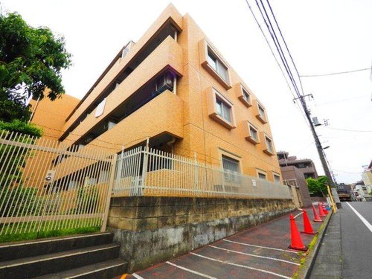 都会的な、ハイセンスな空間とともに、対照的な成熟した街並みを併せ持つことも、このマンションの大きな特徴です。