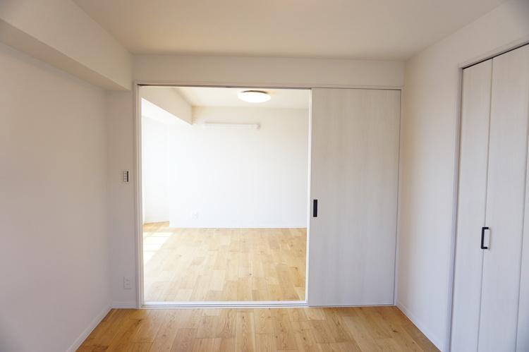 LDKと繋がっている洋室です。
