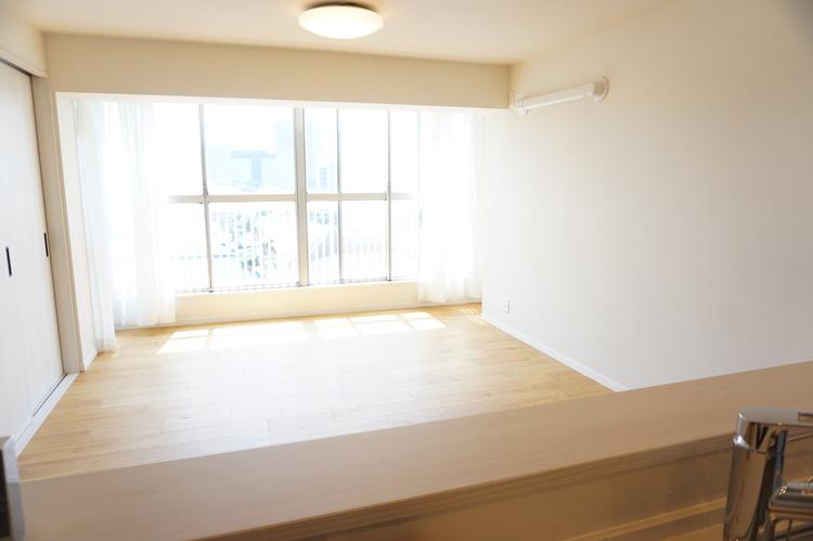 窓も充実した開放的なお部屋です。
