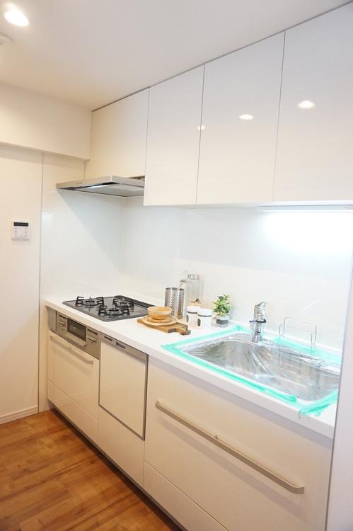 食洗器付きの対面式キッチンです