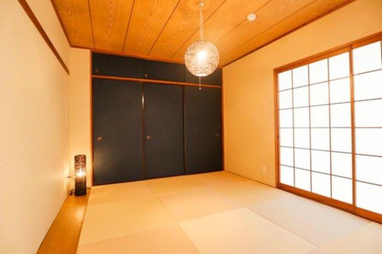 和室は和モダンテイストで襖もシックなカラーでカッコイイ和室になっています。