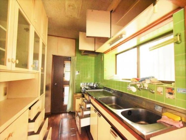 食器棚付きキッチン
