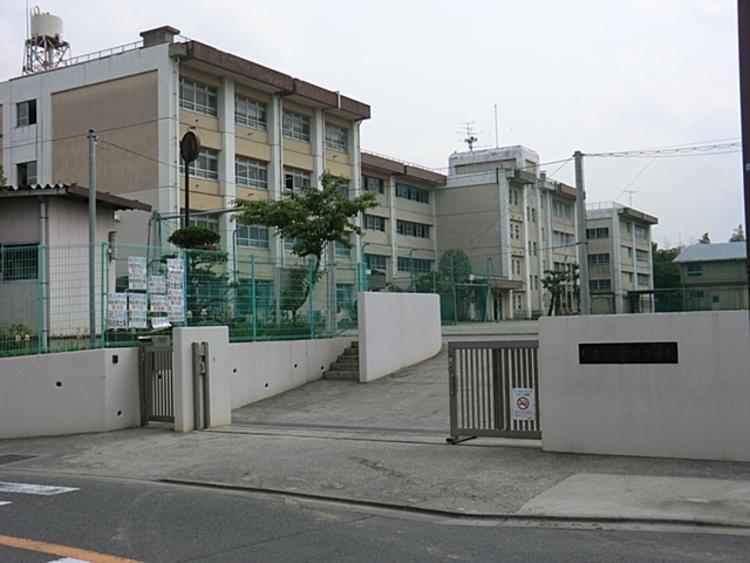 川崎市立犬蔵中学校 距離約850m