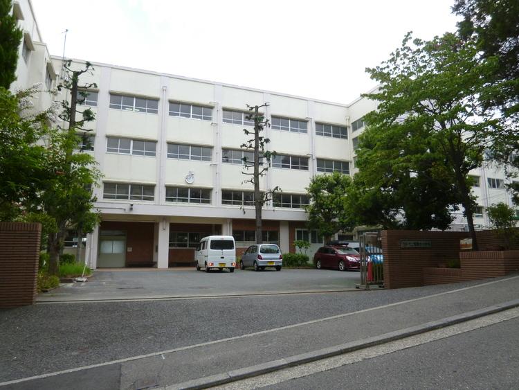 横浜市立青葉台中学校 距離150m