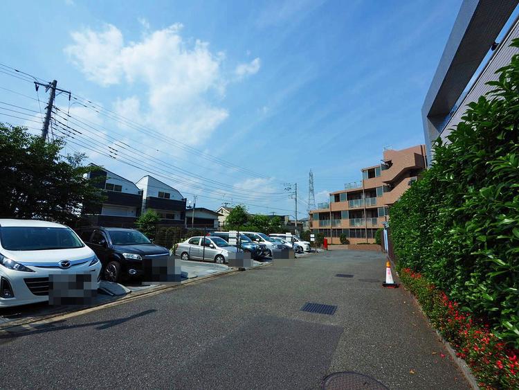 駐車場:空きあり、月額12000円〜15000円