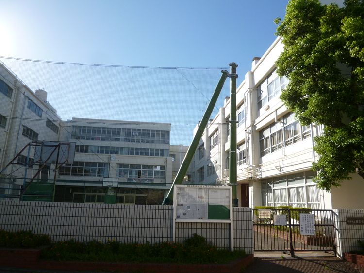 横浜市立日吉台西中学校 距離850m
