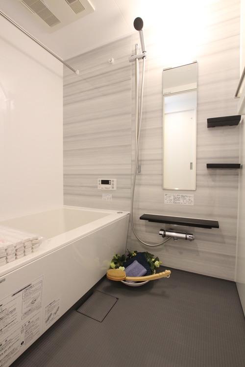 追焚機能、浴室乾燥機付きのバスルーム。のんびり寛げる空間