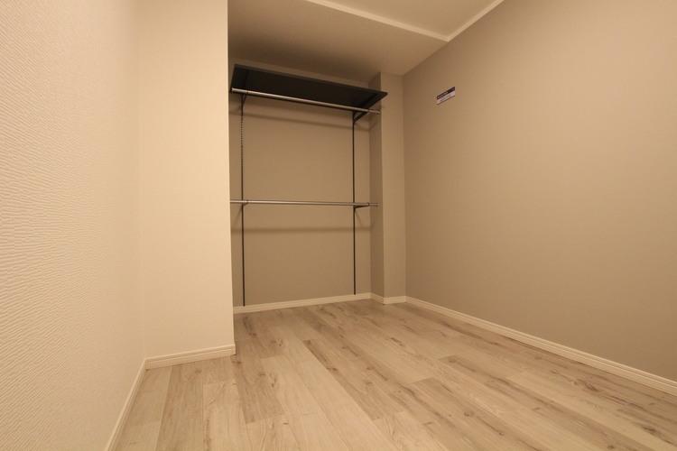 洋室の限られた空間を有効活用できるよう、オープンクローゼットを採用しました