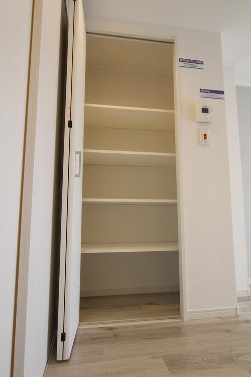 各所に収納スペースが設けられているので、適材適所の収納が叶います