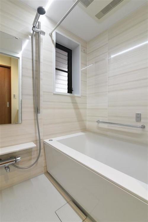 換気窓付きの浴室になります!