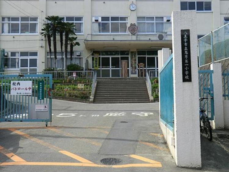 恩方第一小学校 559m