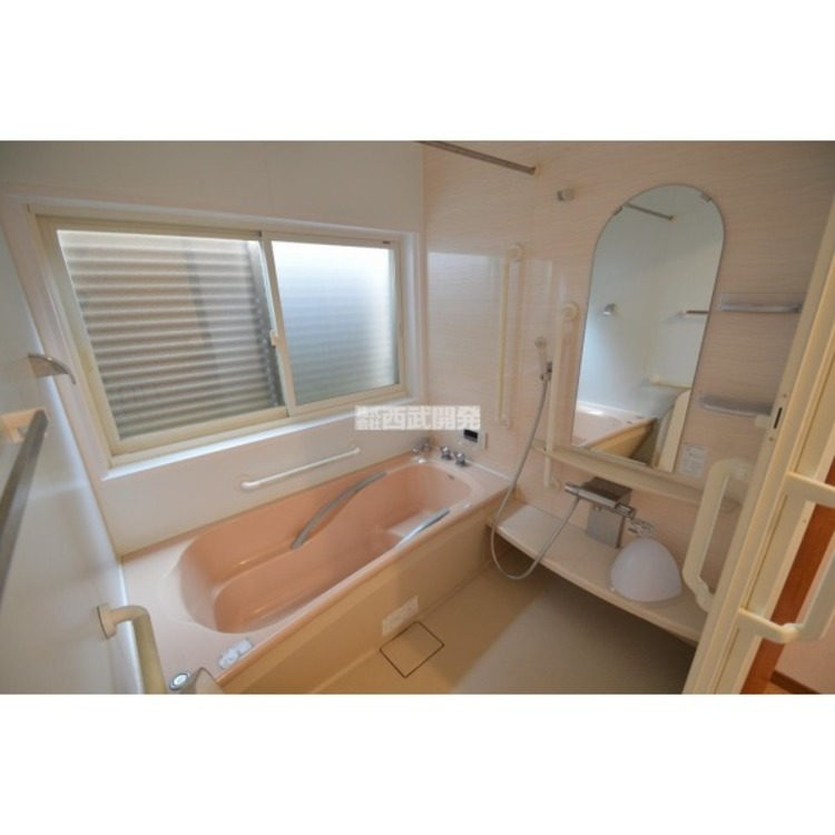 窓付きなので空気がこもりがちなお風呂も気持ち良く換気