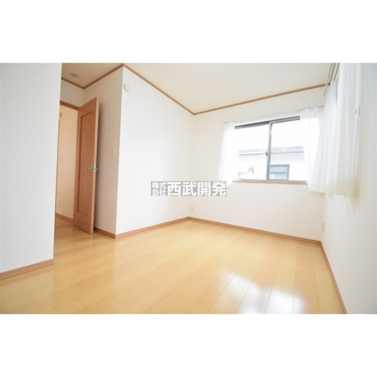 南に面した洋室は陽当・通風ともに良好です!明るい部屋はそれだけで気分が晴れやかになりますね。