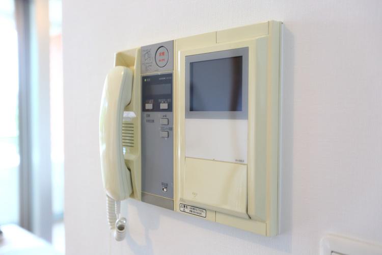 オートロック完備でモニター付きインターフォンがあります。セキュリティーも安心です