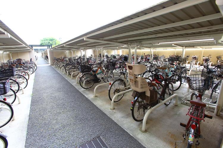自転車置場は自転車間に余裕があり、故障を防ぎます