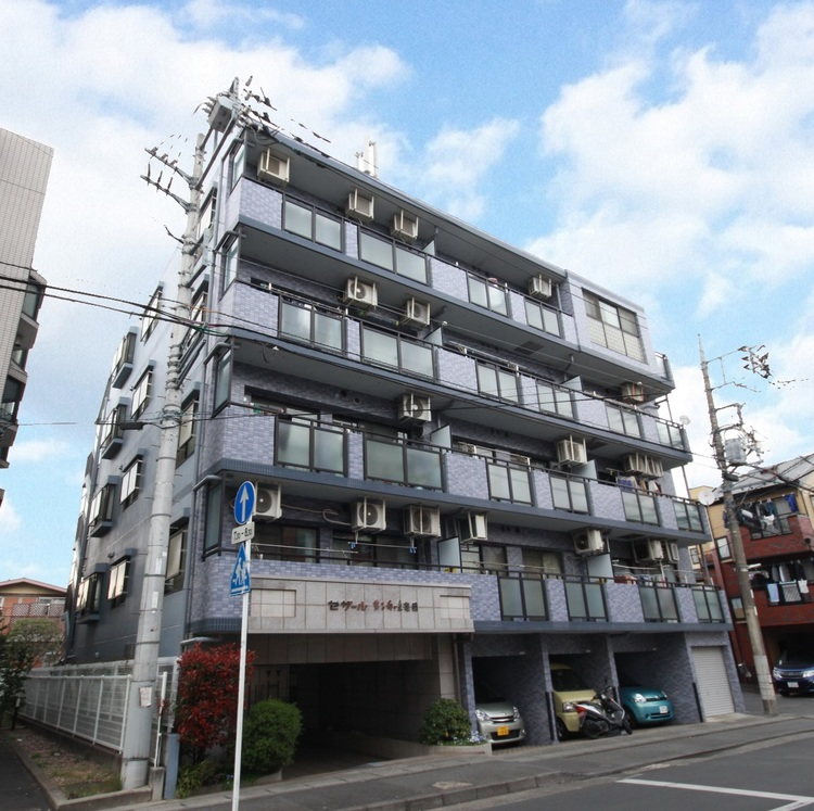 小田急線「向ヶ丘遊園」駅徒歩10分。外壁タイル貼の丈夫なマンション