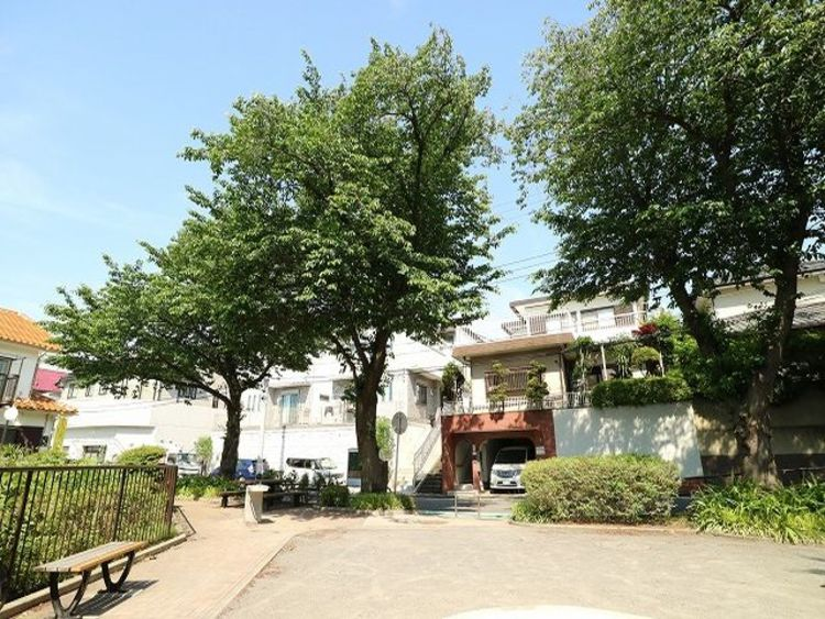 近くには笹下奈良郷第三公園があり、子育てにやさしい緑豊かな住環境です。