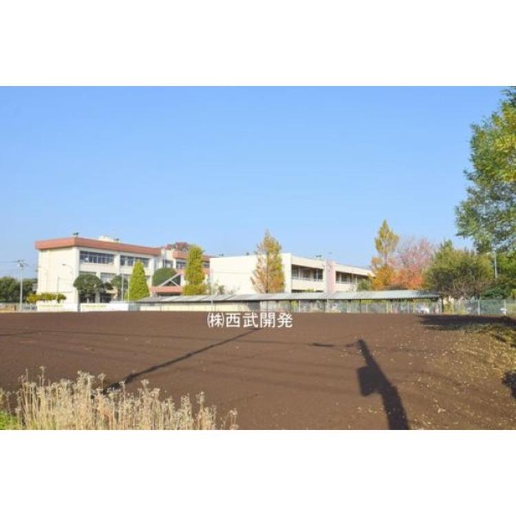 第二中学校(約1550m)