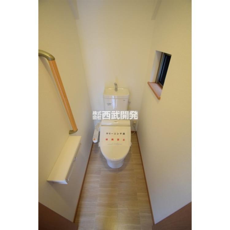 温水洗浄機能付暖房便座が標準装備です。