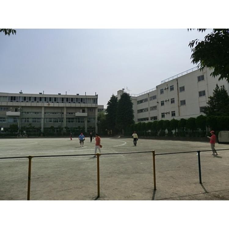 大塚小学校(約750m)