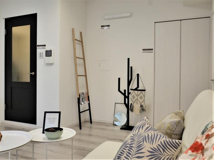 傷や汚れに強いフローリング材に貼替ているので、模様替えで家具を移動したい時も安心です