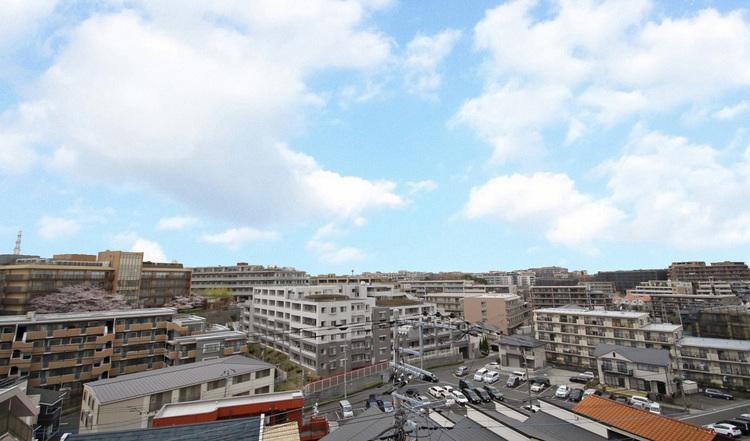 バルコニーからは見晴らしの良い眺望が広がります