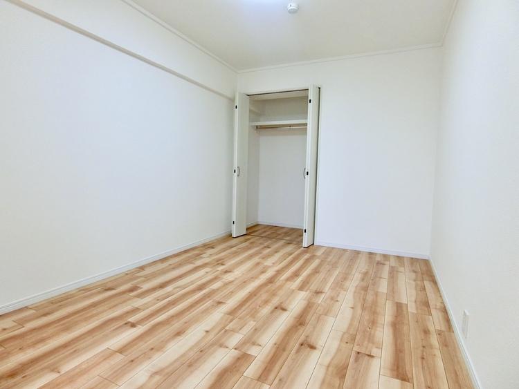 リビング横の洋室6畳です。