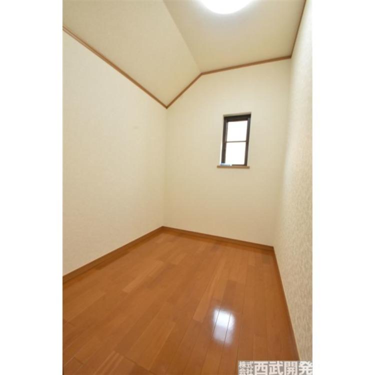 2階にはたっぷり収納できる納戸付!
