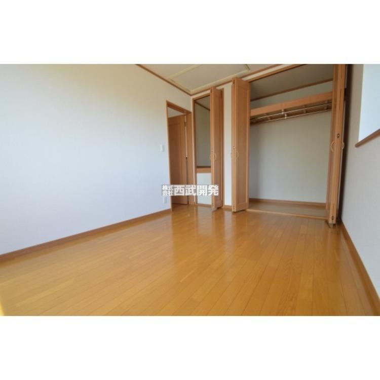 各居室に収納スペースがあります