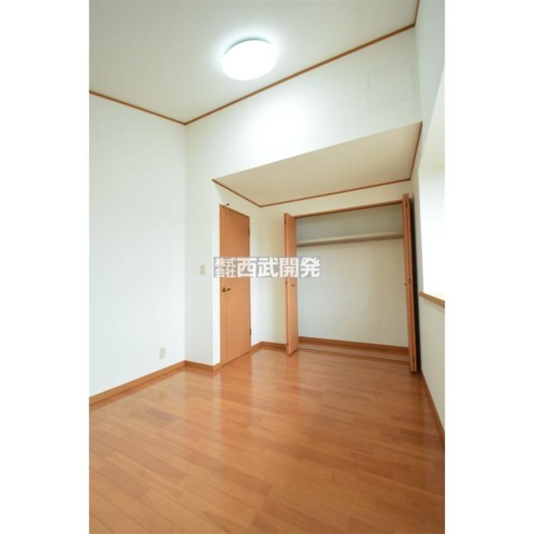 3階6帖の洋室は勾配天井となっています。開放的な空間を演出してくれます。