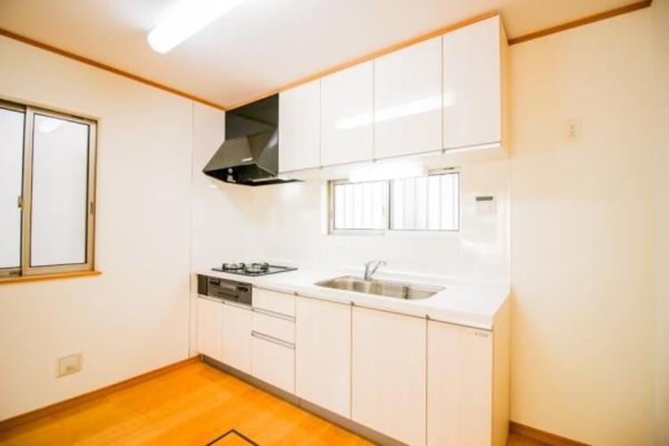 <約10.3帖LDK+続き間5.35帖洋室>充実した生活は伸びやかな居室空間から始まります。快適に・伸びやかに。心の潤いを求める方々へ。