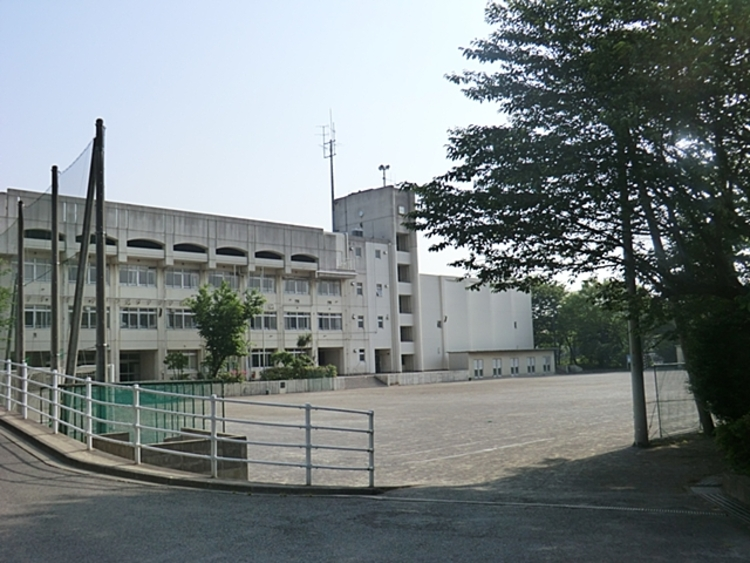 川崎市立平中学校 距離約700m