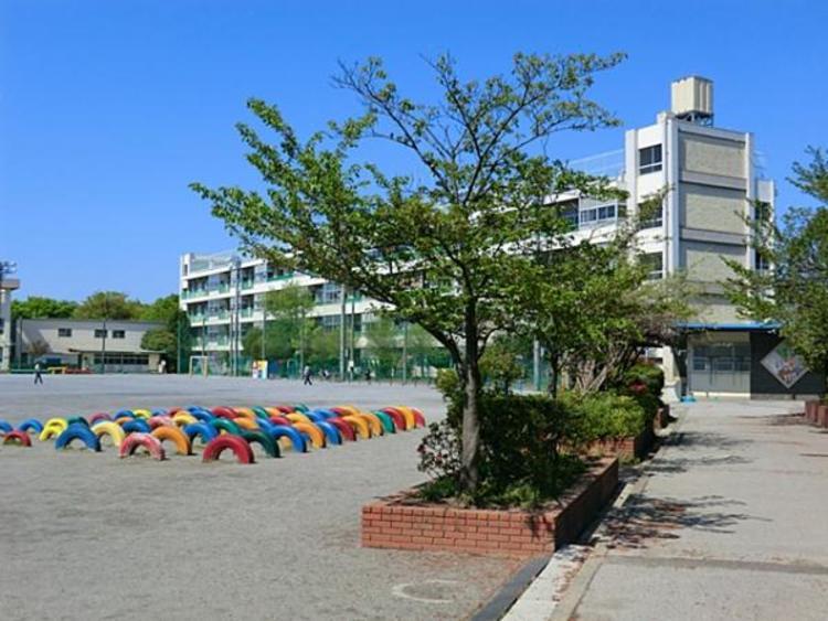 川口市立柳崎小学校580m