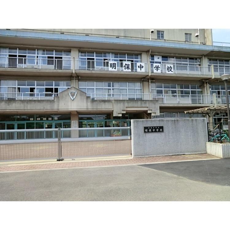 西東京市立明保中学校中学校に上がるとお子様の足並みもぐっと大人びてきますね!(約400m)