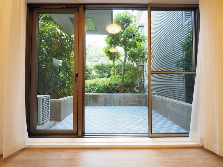 全面開口窓を設け、通風と採光を考慮したリビングは地域の鼓動を感じながらお寛ぎ頂くことが可能です。