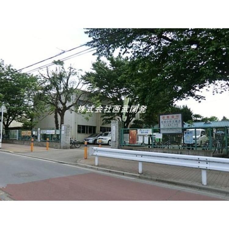 駒西小学校(約700m)