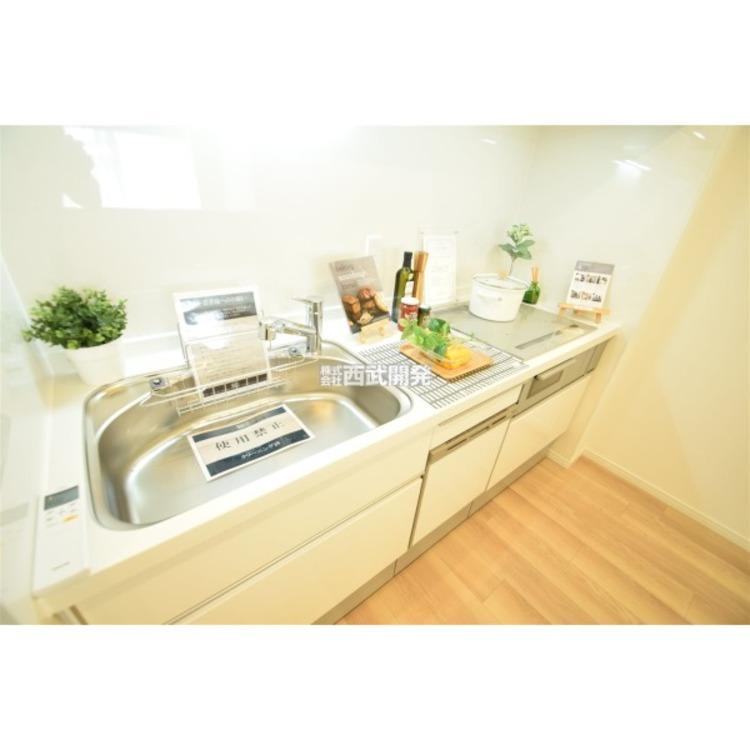 すっきりとしたキッチンスペース。ご家族一緒にお料理を作るのも楽しみですね。