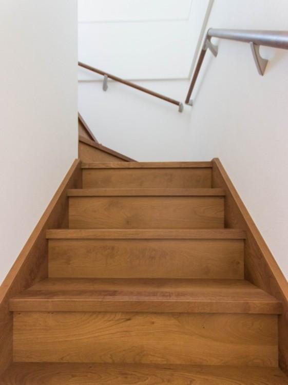 安全を考えた設計の階段