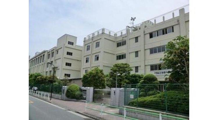 大田区立御園中学校まで587m 教育委員会教育課題推進校に指定されており、通常2日間の職場体験を4日間行う。