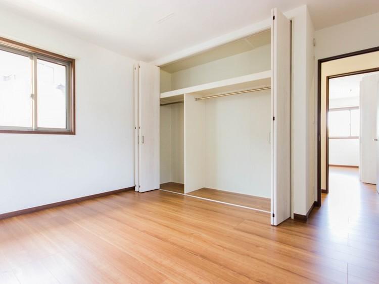 2階7帖洋室収納