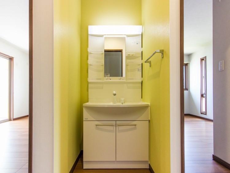 2階廊下部洗面台
