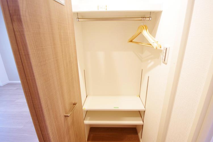 廊下には便利なマルチクローゼットあり